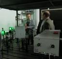 Суровцев Николай Владимирович показывает установку во время семинара по спектроскопии КР 2012 г.